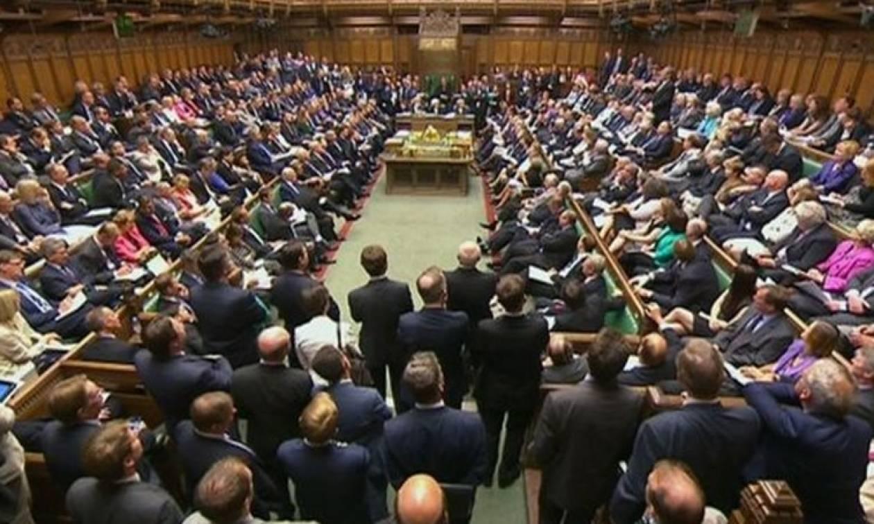 Εκτός... πολιτικής ζωής οι γυναίκες στην Βρετανία λόγω του ανδροκρατούμενου συστήματος!