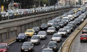 Ουρές χιλιομέτρων ΤΩΡΑ στους δρόμους της Αθήνας – Ποια σημεία να αποφύγετε