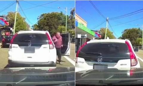 Απίστευτος οδηγός! Κατέβηκε για να το «παίξει» βαρύς – Τον «θέρισε» το αυτοκίνητό του (VIDEO)