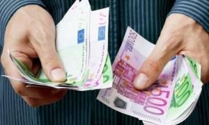 Οικογενειακά επιδόματα: Αυστηρότερα εισοδηματικά κριτήρια περιορίζουν τους δικαιούχους