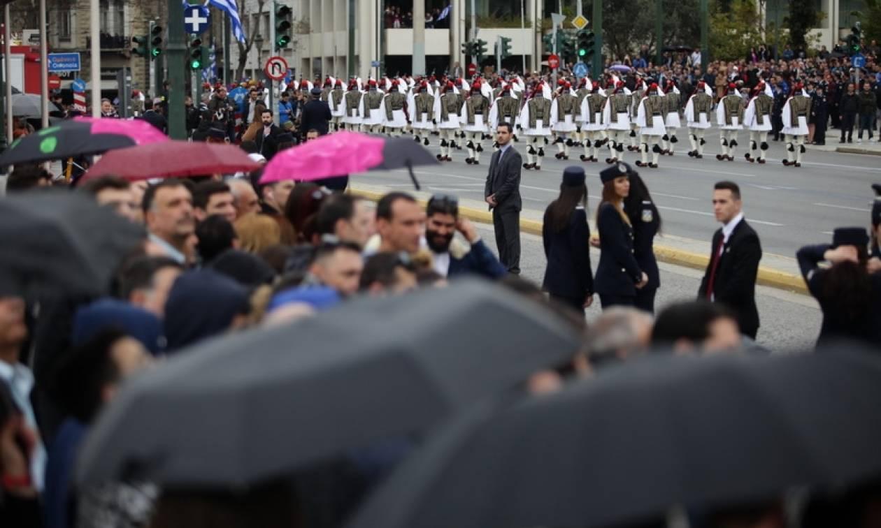 Καιρός 28η Οκτωβρίου: Παρέλαση με βροχές και καταιγίδες - Πού θα είναι έντονα τα φαινόμενα (pics)