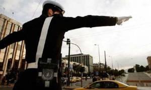 28η Οκτωβρίου: Ποιοι δρόμοι κλείνουν σε Αθήνα και Πειραιά - Πώς θα πάτε στις παρελάσεις