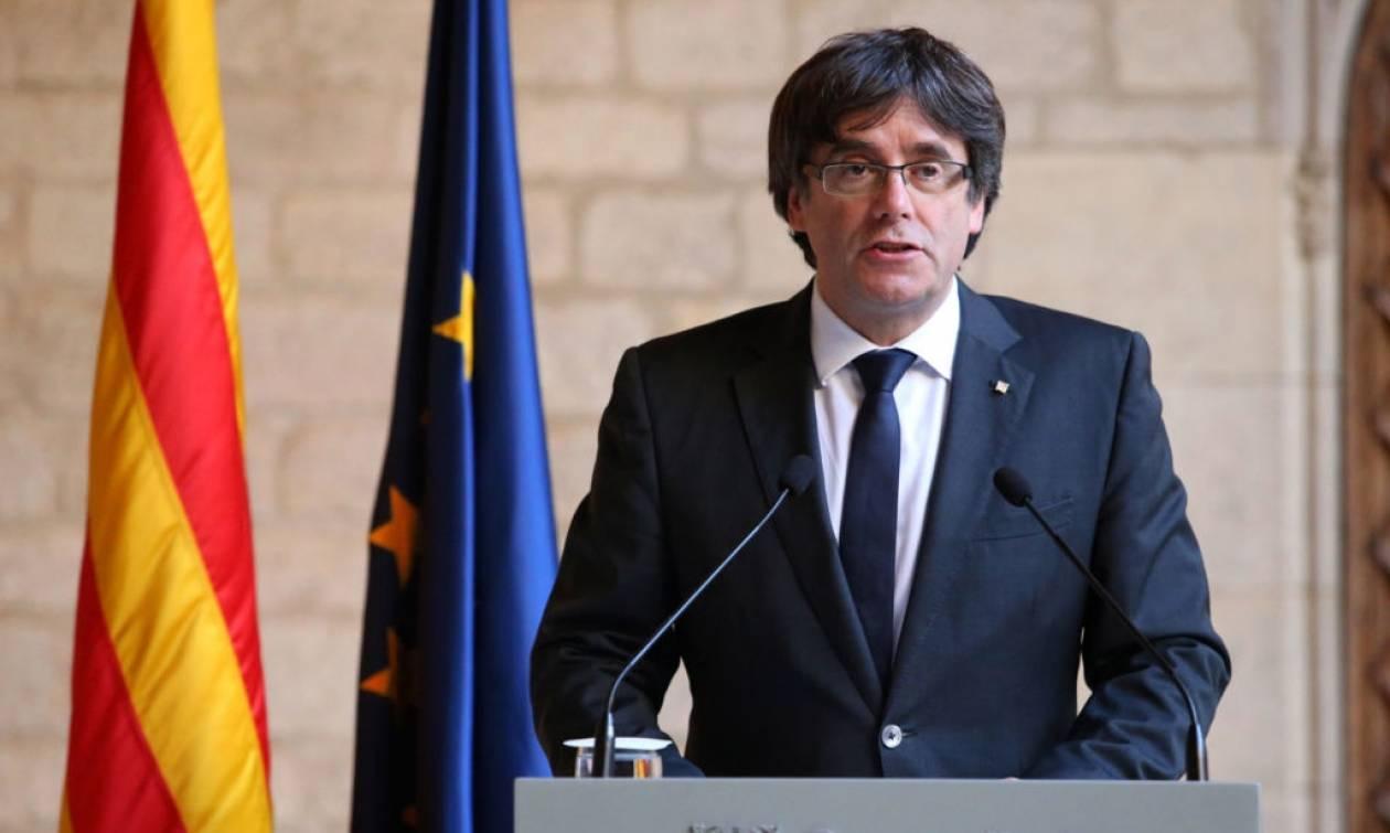 Καταλονία: Ο Πουτζντεμόν καλεί σε «δημοκρατική αντίσταση»