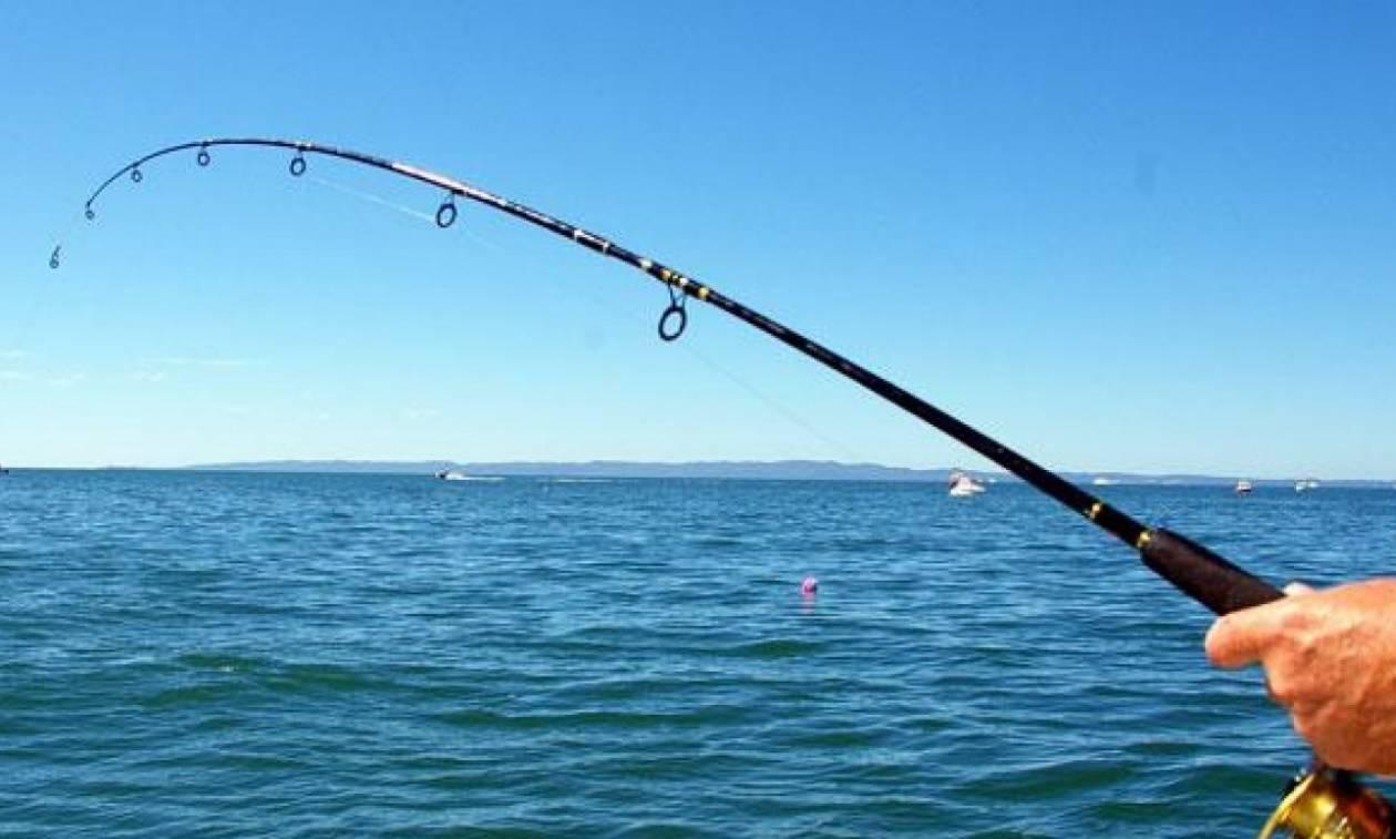 Κρήτη: Η ψαριά που θα θυμάται σε όλη του τη ζωή – Έβγαλε με το καλάμι «θηρίο» 32 κιλών (pics)