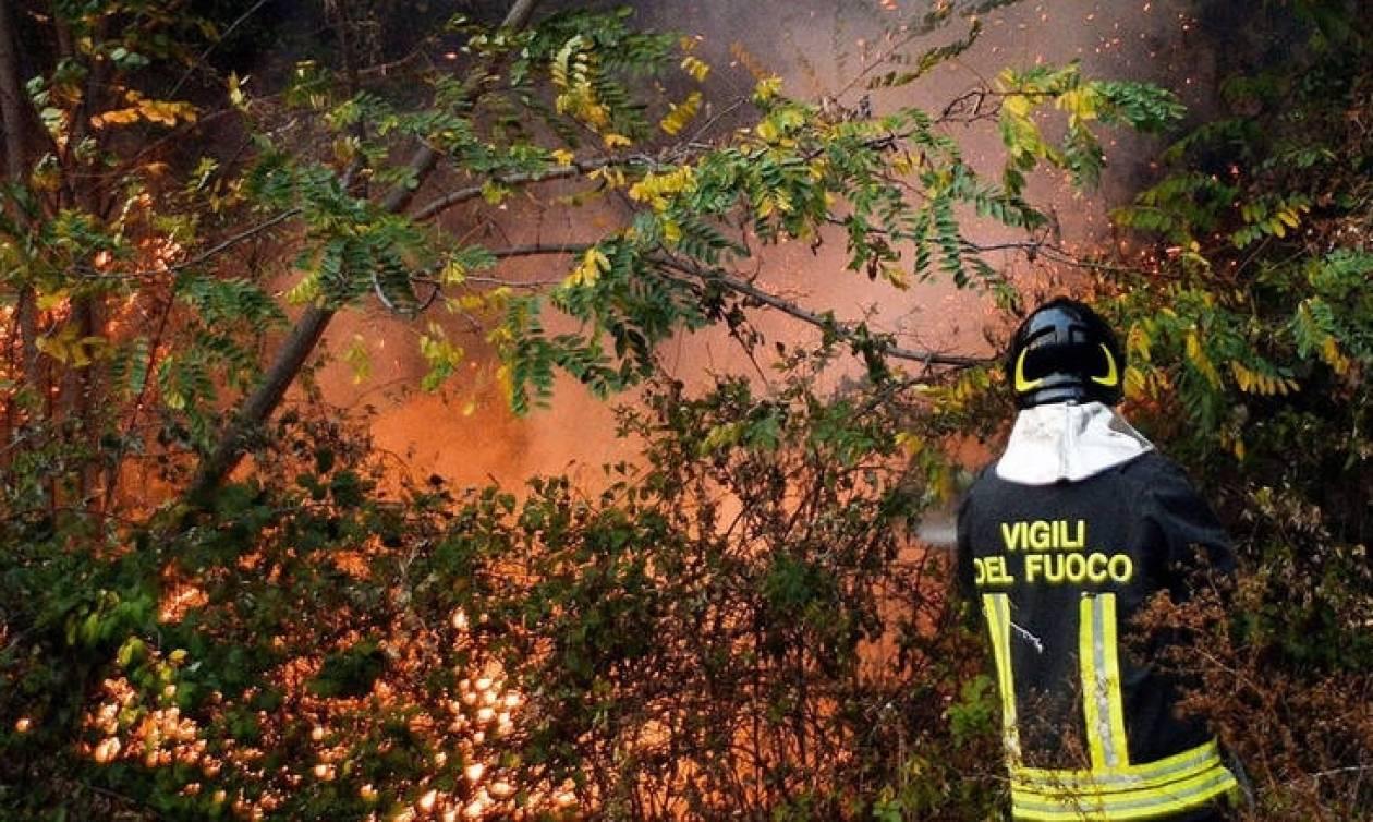 Δασικές πυρκαγιές στην Ιταλία - Εκατοντάδες άνθρωποι εγκατέλειψαν τα σπίτια τους