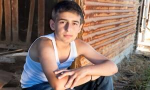 Το άσπρο φανελάκι κι άλλα 6 πράγματα της εφηβείας που ΝΤΡΕΠΟΜΑΣΤΕ ειλικρινά!