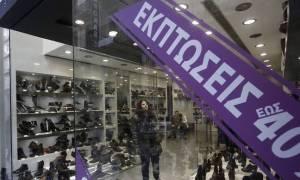 Αρχίζουν οι ενδιάμεσες εκπτώσεις - Ανοιχτά τα καταστήματα την Κυριακή