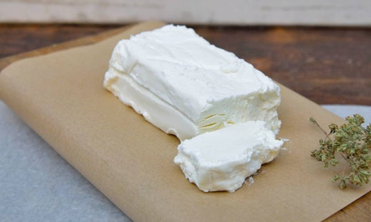 Γαλομυζήθρα, το μαλακό κρητικό τυρί που «απογειώνει» τον ντάκο!