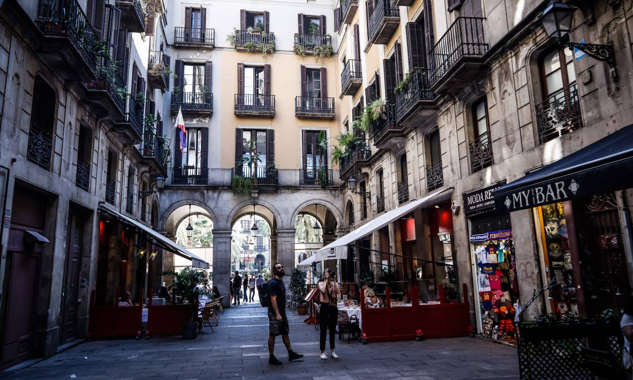 Μία βόλτα στην πολύχρωμη και λαμπερή Βαρκελώνη (photos)