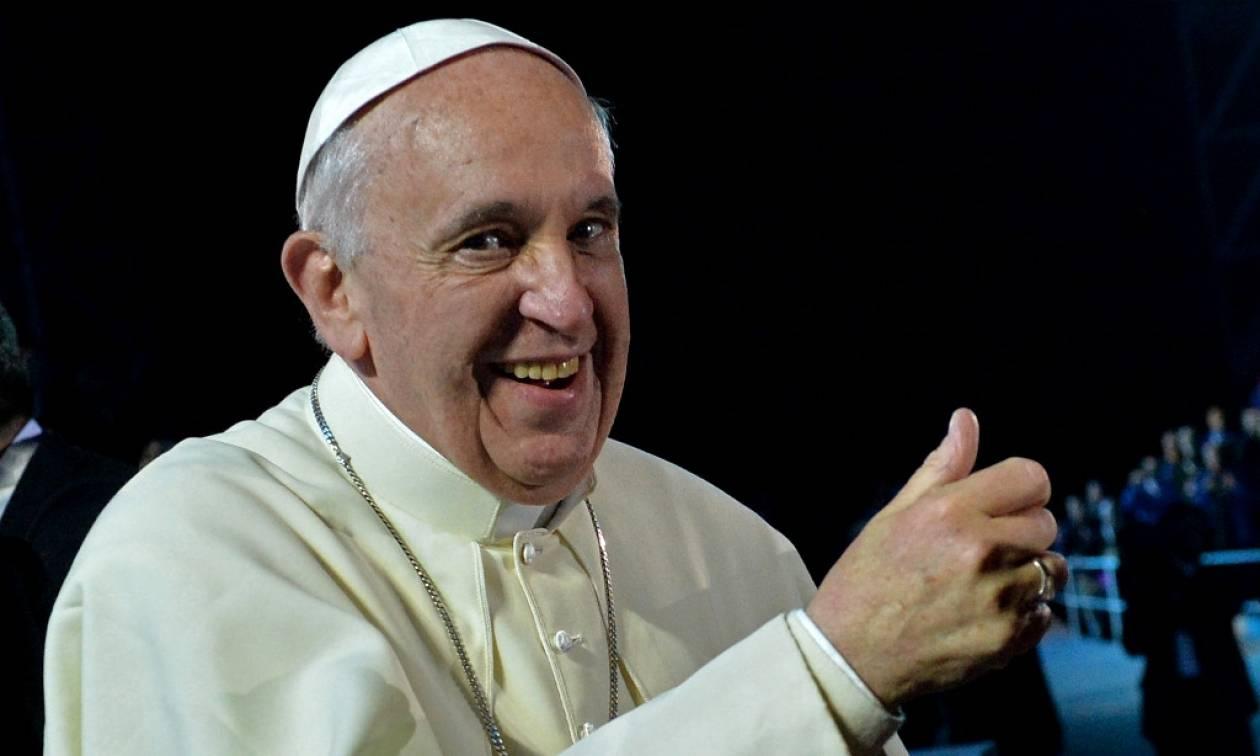 Ο Πάπας εξομολογείται: «Καμιά φορά, όταν προσεύχομαι, με παίρνει ο ύπνος»