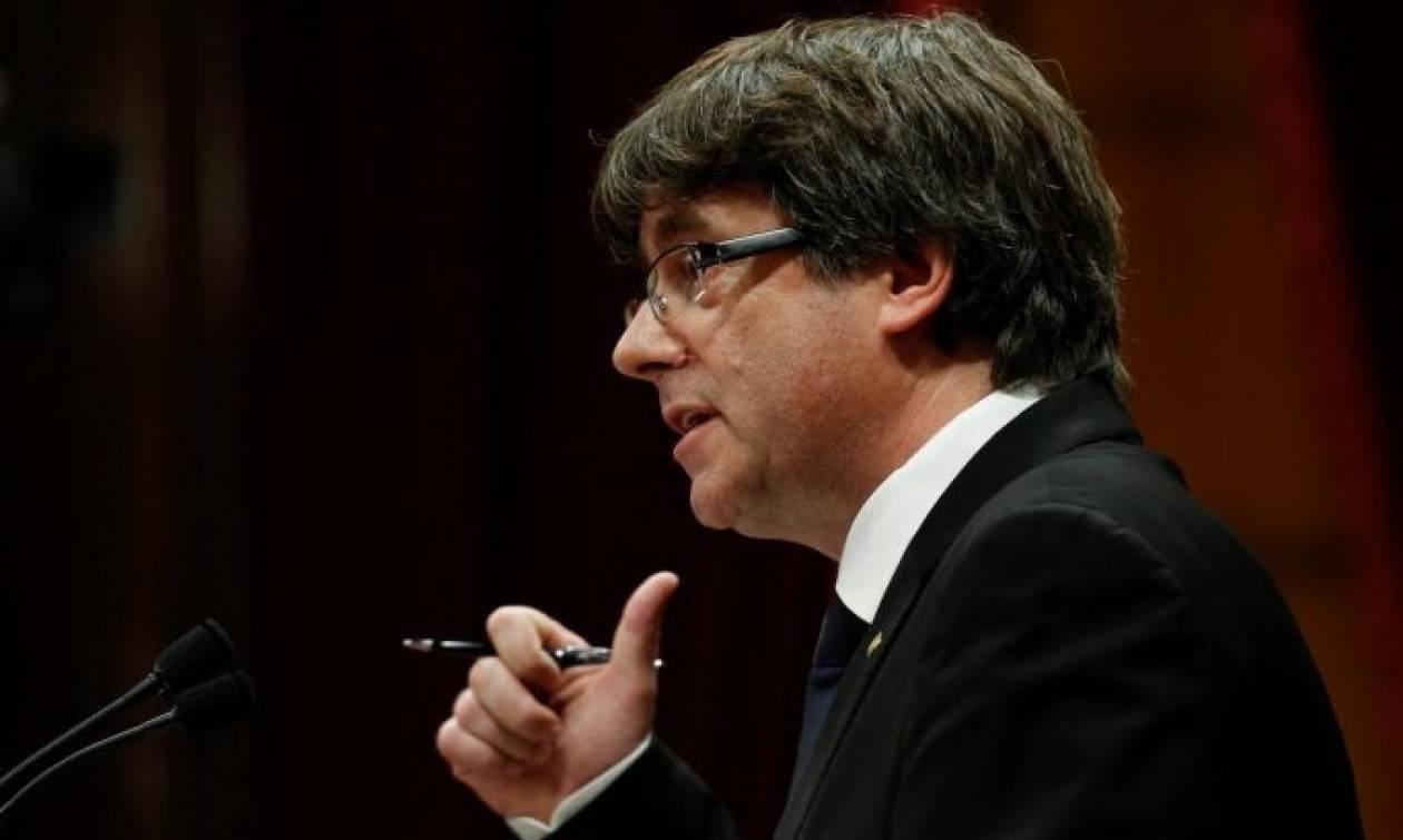 Ο Πουτζντεμόν μένει σε δωμάτιο των 70 ευρώ στις Βρυξέλλες και αρνείται να επιστρέψει στην Καταλονία