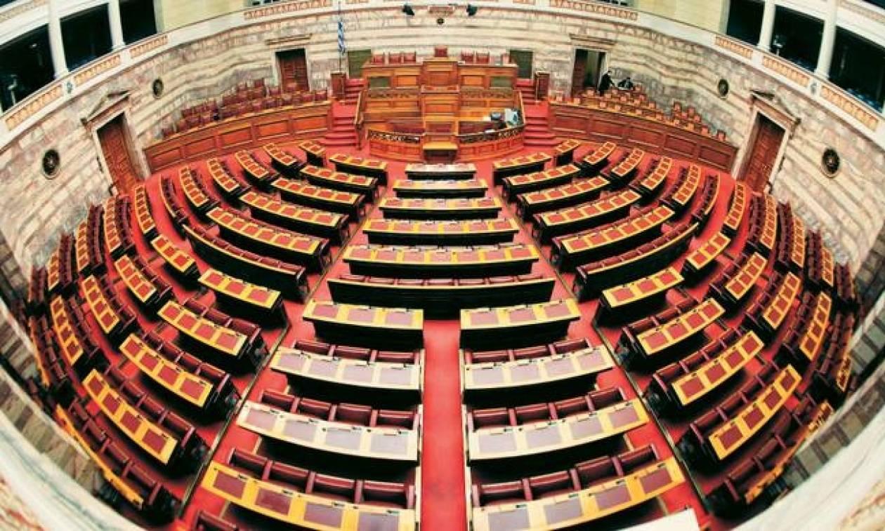 Βουλή: «Πέρασε» η τροπολογία για τις τηλεοπτικές άδειες