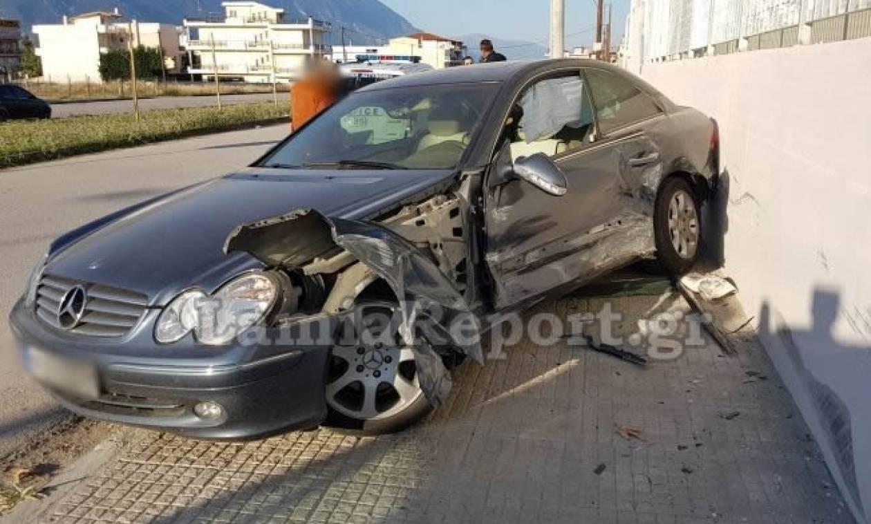 Τροχαίο στη Λαμία – Αυτοκίνητο «καρφώθηκε» σε σχολείο: Στο νοσοκομείο δύο μαθήτριες