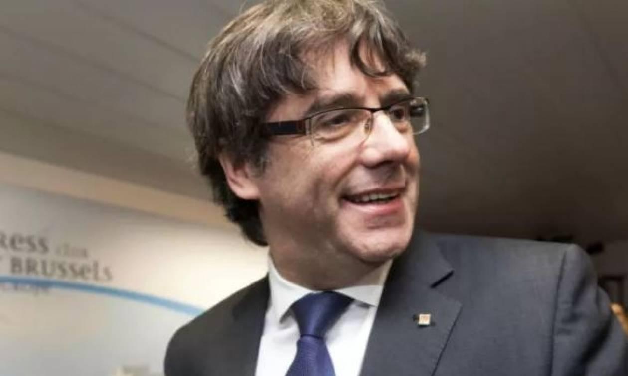 Η Ισπανία απειλεί με ένταλμα σύλληψης τον Πουτζντεμόν