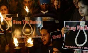 Ινδία: Ισόβια κάθειρξη για δύο άνδρες που βίασαν και άφησαν έγκυο την ανήλικη ανιψιά τους
