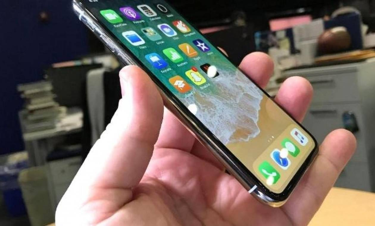 Από σήμερα και στην Ελλάδα: Φρενίτιδα για το iPhone X των 1.000 δολαρίων - Ουρές στα καταστήματα