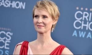 Σίνθια Νίξον: Οικοδέσποινα στην απονομή των National Book Awards