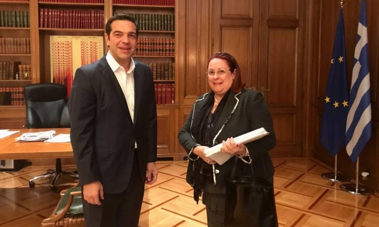 Με την επιθεωρήτρια Δημόσιας Διοίκησης συναντήθηκε ο Τσίπρας