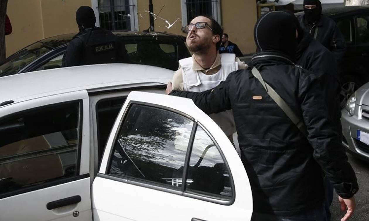 Ο 29χρονος με τα τρομοδέματα χαιρετίζει την επίθεση αναρχικών σε περιπολικά