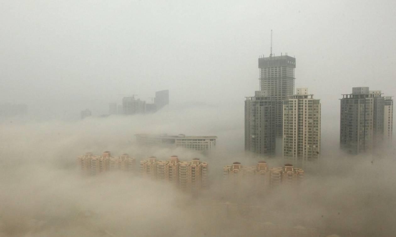 Κίνα: Η ατμοσφαιρική ρύπανση έφερε «πορτοκαλί συναγερμό» στο Πεκίνο