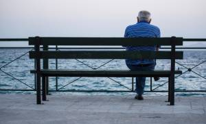 Δημογραφική «βόμβα» στην Ελλάδα: Μειώνεται με υψηλούς ρυθμούς ο πληθυσμός