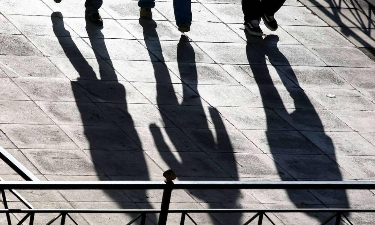 Spiegel: «Working poor» η νέα κοινωνική τάξη στην Ελλάδα