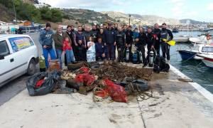 Απίστευτες εικόνες στη Κρήτη: Μετέτρεψαν το βυθό του λιμανιού σε σκουπιδότοπο!