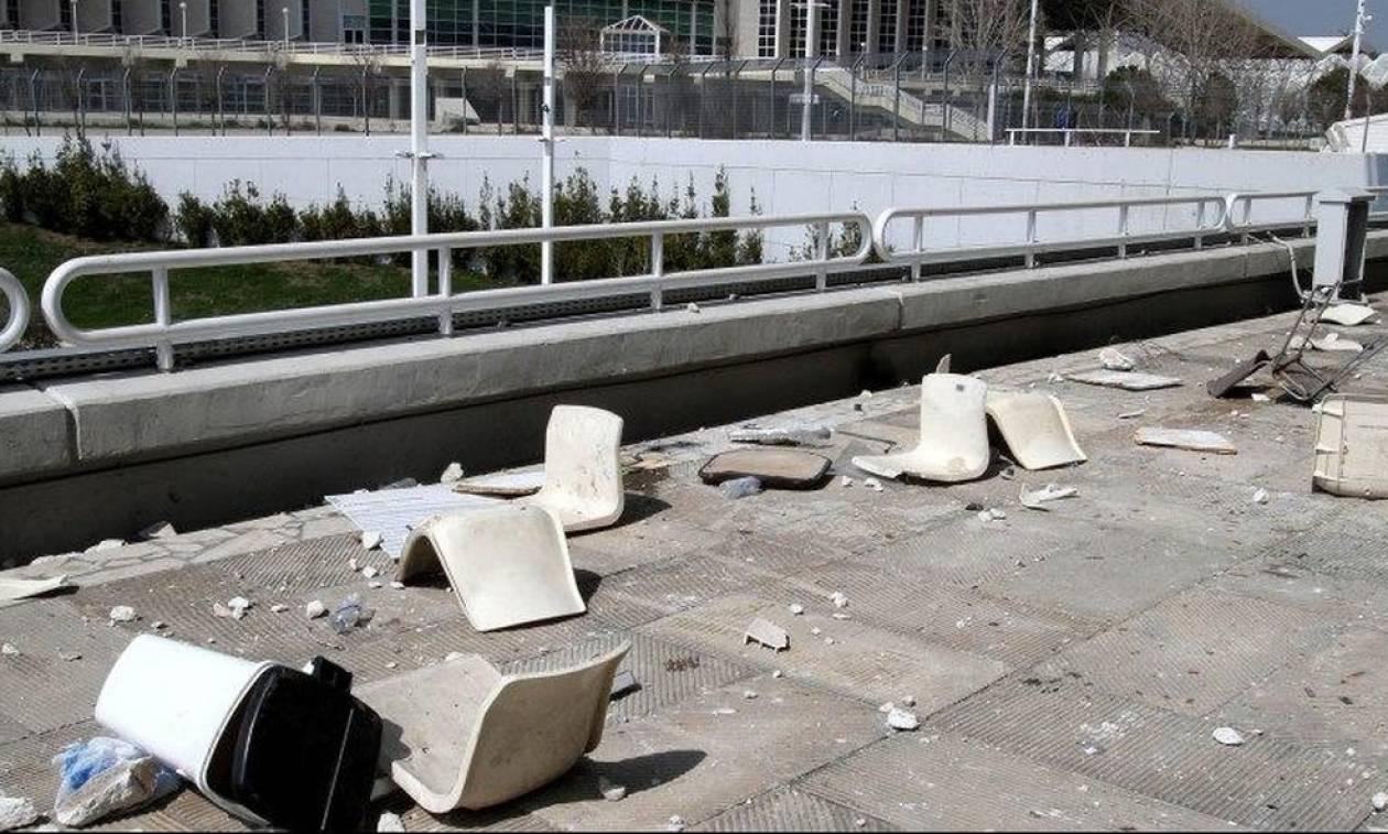 ΑΕΚ-ΠΑΟΚ: Σοβαρά επεισόδια στο ΟΑΚΑ - Πετροπόλεμος και χημικά μεταξύ αστυνομικών και οπαδών