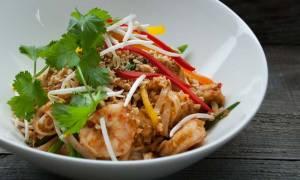 Τι είναι το παντ τάι; Αφιερωμένο στο φαγητό δρόμου της Ταϊλάνδης το doodle της Google