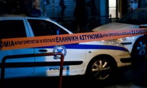 Πυροβολισμοί στα γραφεία του ΠΑΣΟΚ: Σφαίρα καρφώθηκε σε γειτονικό κατάστημα