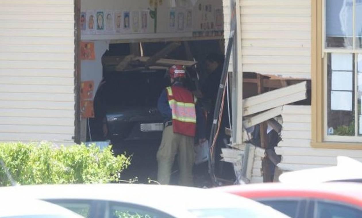 Ανείπωτη τραγωδία: Αυτοκίνητο εισέβαλε σε σχολική αίθουσα - Δύο μαθητές νεκροί