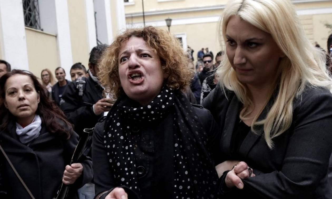 Δώρα Ζέμπερη: Λιποθύμησε η μητέρα της - «Θάνατος στο δολοφόνο»
