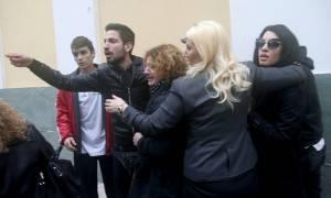 Δώρα Ζέμπερη: Η στιγμή που συγγενείς λιντσάρουν το δολοφόνο (vid)