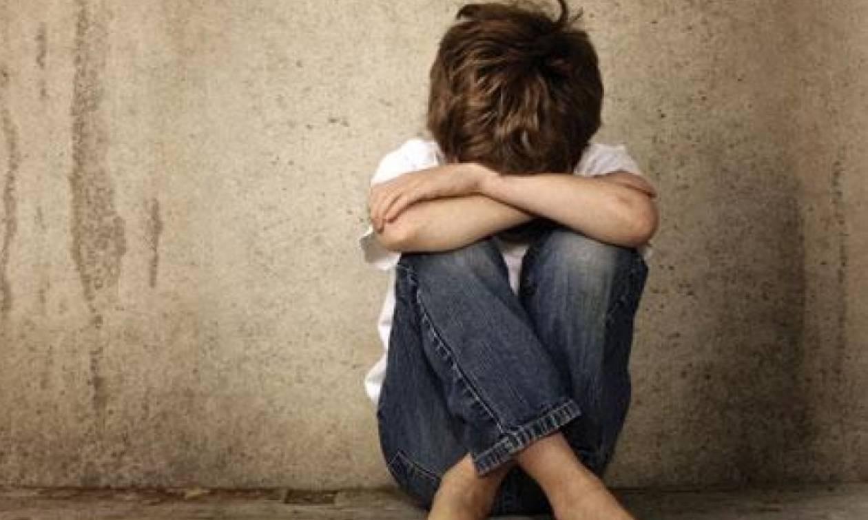 Σοκ σε δημοτικό του Αλίμου: Δασκάλα φέρεται να έβαλε μαθητές να χτυπήσουν συμμαθητή τους (vid)