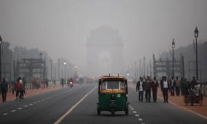Ινδία: «Θάλαμος αερίων» το Νέο Δελχί - Κλειστά τα σχολεία λόγω αυξημένης ατμοσφαιρικής ρύπανσης