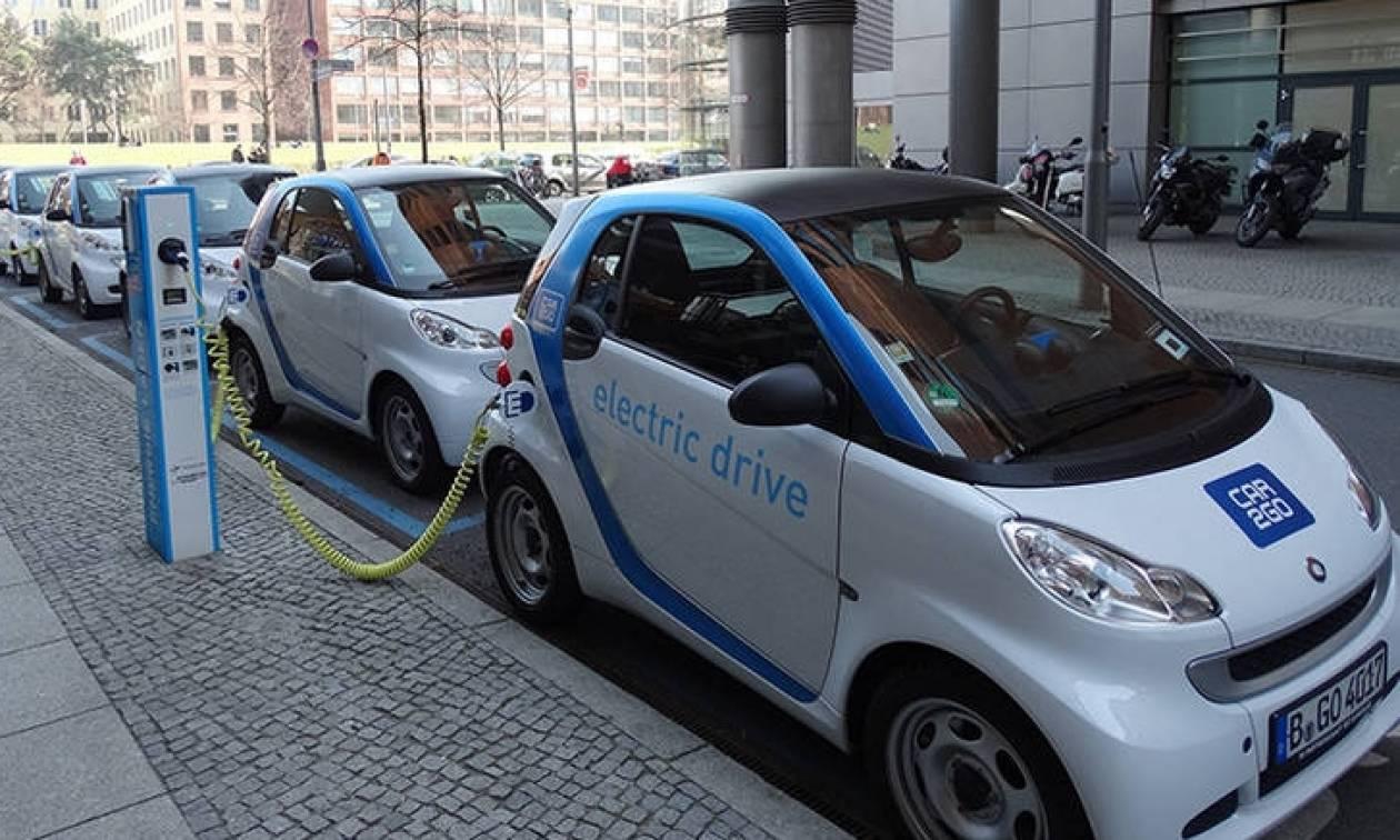 Κίνητρα για στροφή προς τα ηλεκτρικά αυτοκίνητα δίνει η Κομισιόν