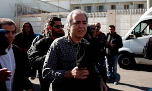 Βγήκε από τη φυλακή ο Κουφοντίνας: «Θα χρησιμοποιήσω την άδεια στο πλαίσιο του νόμου»