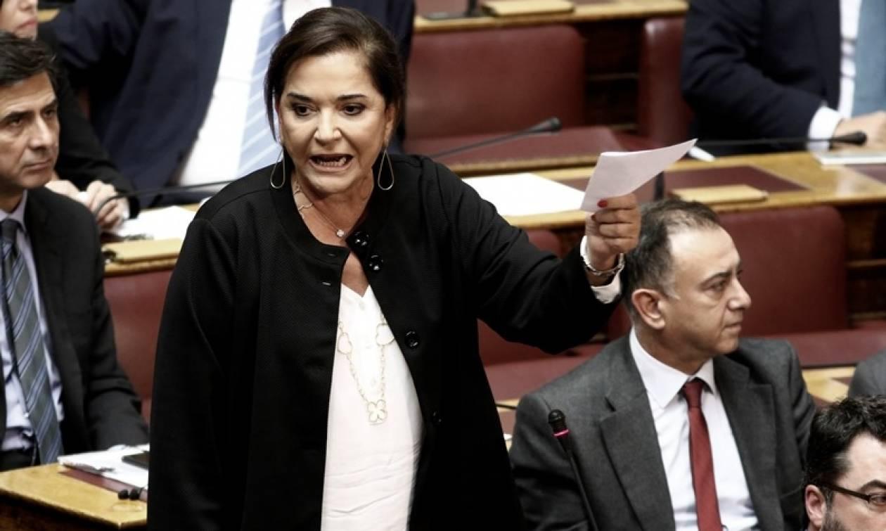 Βουλή: Έντονη αντιπαράθεση Κοντονή-Μπακογιάννη για την άδεια Κουφοντίνα