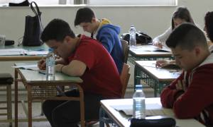 Ραγδαίες αλλαγές σε γυμνάσια και λύκεια: Οι γονείς θα ενημερώνονται με SMS για τις απουσίες