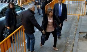 Ισπανία: Ελεύθερη με εγγύηση η πρόεδρος της καταλανικής Βουλής