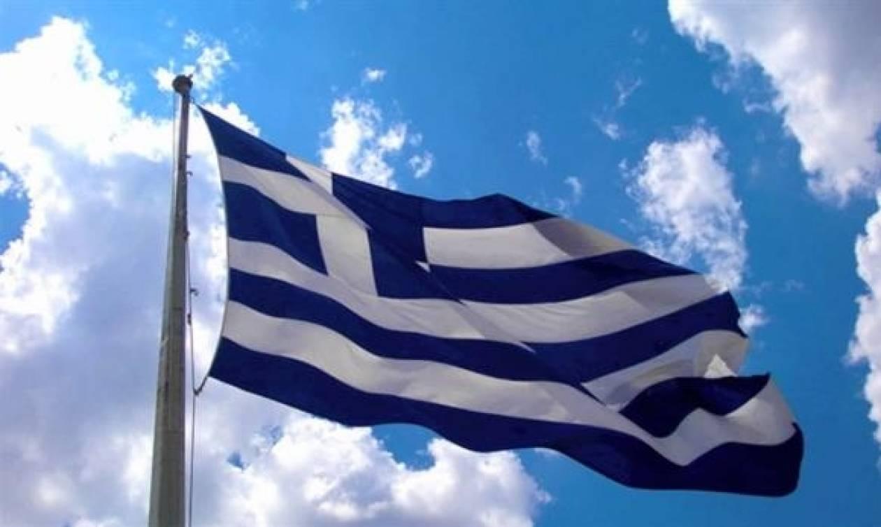 «Φωτιά» στην Κρήτη: Μαθητής ύψωσε την ελληνική σημαία και αποβλήθηκε από το σχολείο!