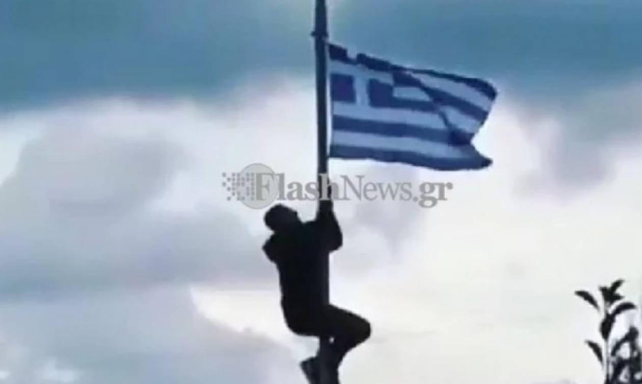 Τιμωρία μαθητή για έπαρση της Ελληνικής σημαίας: Πάντα γελαστοί και γελασμένοι…