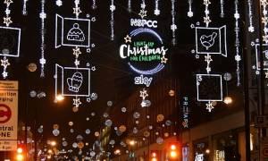 Λονδίνο: Εντυπωσιακό θέαμα στην Oxford Street - Άναψαν τα χριστουγεννιάτικα φώτα! (pics+vid)