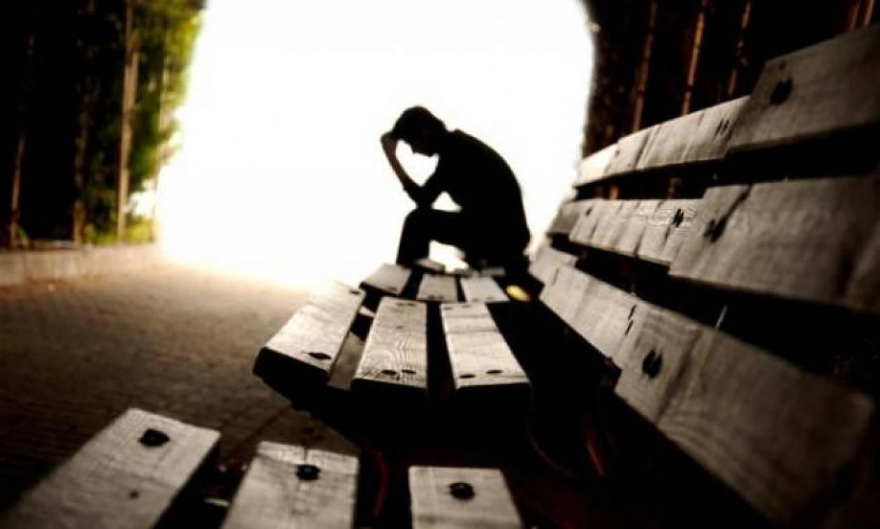Παραλίγο τραγωδία: Αποπειράθηκε να αυτοκτονήσει κόβοντας τις φλέβες του με ξυράφι