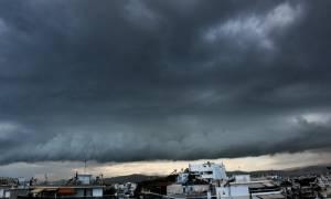 Καιρός τώρα: Ένας νεκρός από την κακοκαιρία - Πού θα σημειωθούν καταιγίδες την Κυριακή (pics)