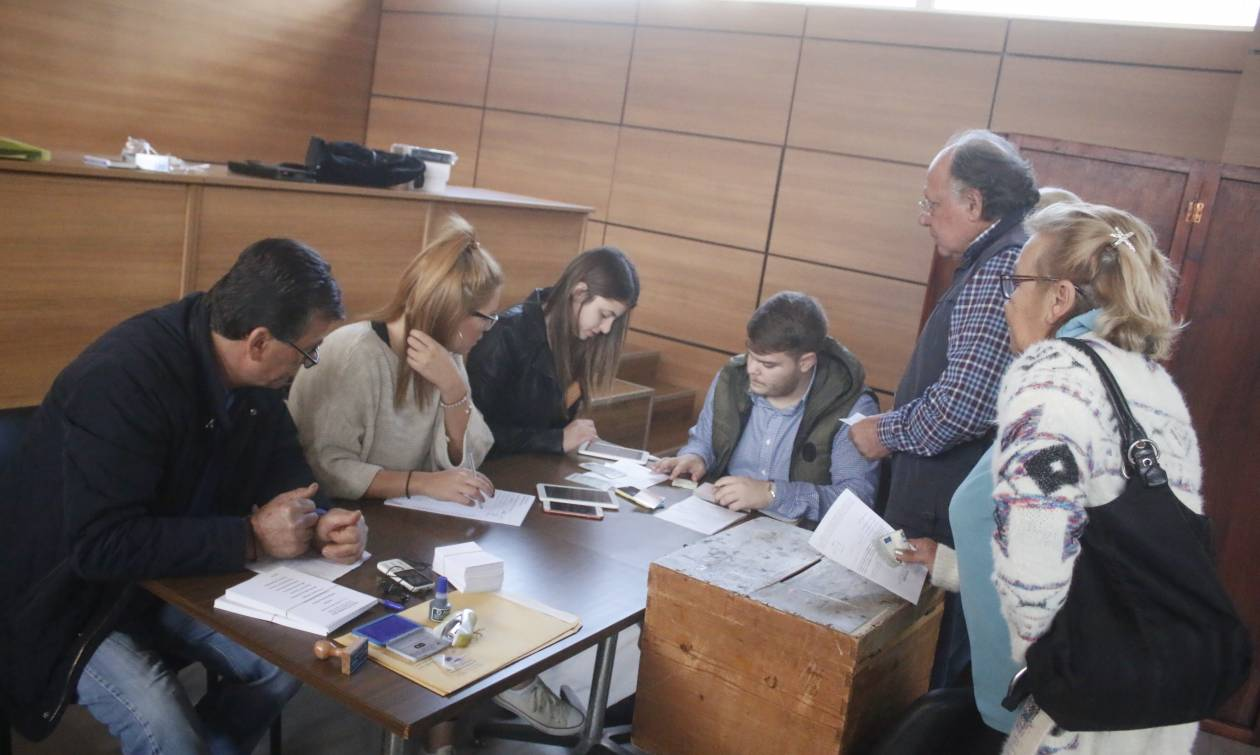 Εκλογές Κεντροαριστερά: Σε εξέλιξη η εκλογική διαδικασία - Πού και πώς θα ψηφίσετε
