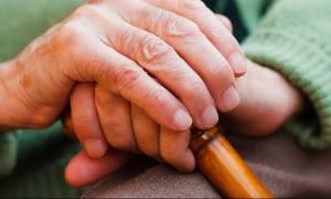 Στιγμές τρόμου για ηλικιωμένη στη Λαμία: Κουκουλοφόρος με μαχαίρι μπήκε στο σπίτι της