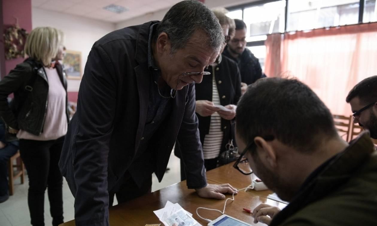 Επιστολή σε Θεοδωράκη από 59 μέλη του Ποταμιού: Απαιτούμε έκτακτο συνέδριο