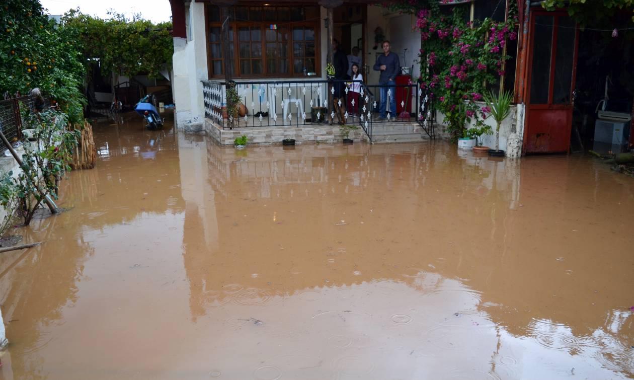 Στο έλεος της κακοκαιρίας το Ναύπλιο: Πλημμύρες και καταστροφές από τη νεροποντή (pics&vid)