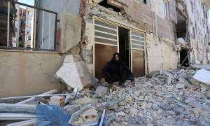 Φονικός σεισμός σε Ιράν-Ιράκ: Ισοπεδώθηκαν πόλεις από τα 7,3 Ρίχτερ – Εκατοντάδες οι μετασεισμοί